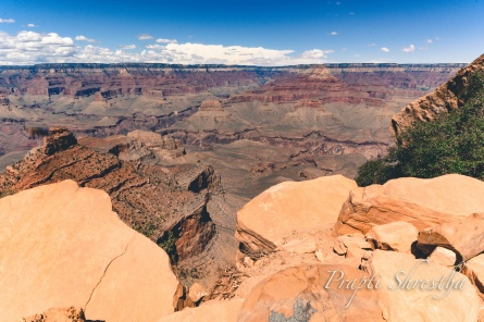1 mile into the hike, the South Kaibab trail takes you down to the Ooh-Aah point – now imagine why it must have been named as such